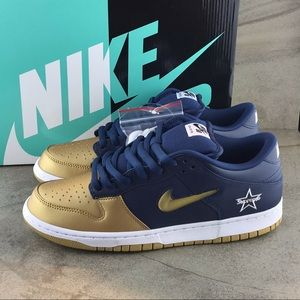 Nike SB Dunk Low Supreme Sneakers Size 10 NIB